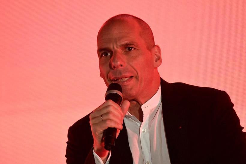 """Yanis Varoufakis segir Macron eina fulltrúa """"kerfisins"""" sem stóð með ..."""