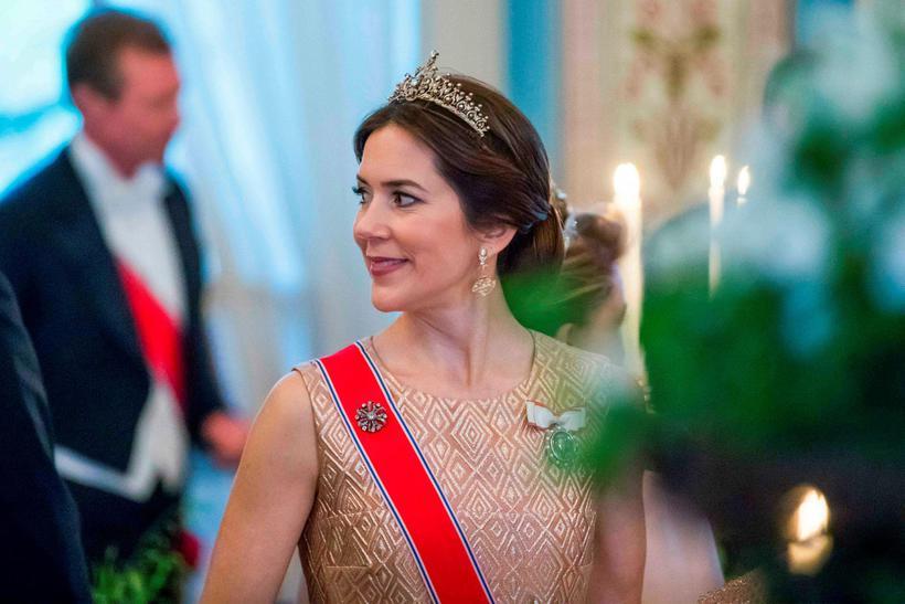 Mary, krónprinsessa Danmerkur, skellti sér í afmæli. Að sjálfsögðu bar ...