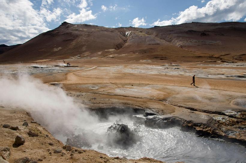 Bubbling geothermal water at Námaskarð