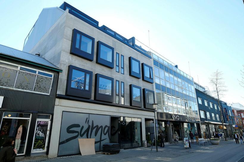 Hótelið heitir ION City Hotel. Húsið verður klætt að utan.