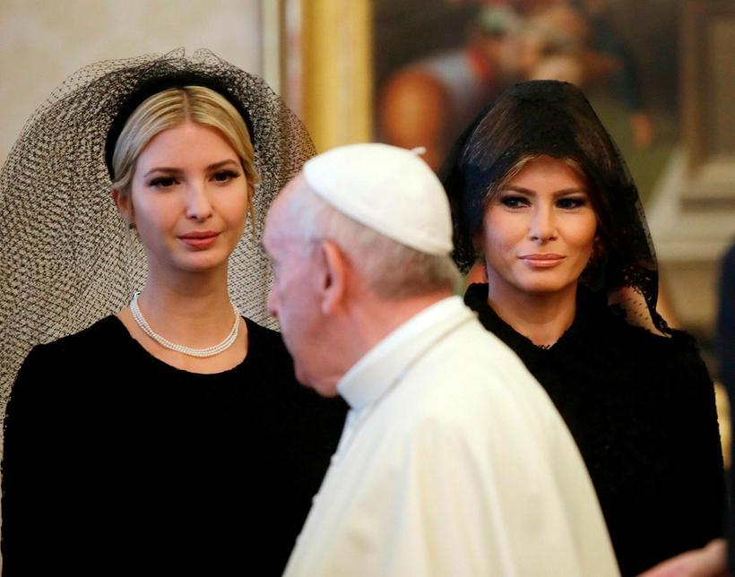 Ivanka Trump og Melania Trump ásamt Frans páfa.