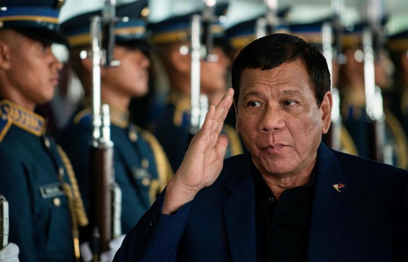 Rodrigo Duterte, forseti Filippseyja, hefur ítrekað varið dráp lögreglu án ...