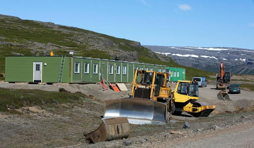 Suðurverk flytur vinnubúðir vegna Dýrafjarðarganga.