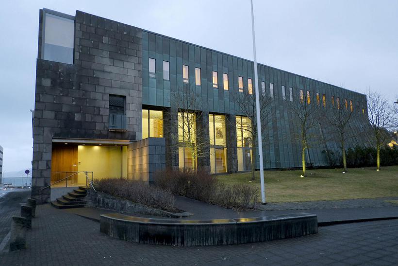 Ungir afbrotamenn njóta síður úrræða samfélagsþjónustu vegna sérstöðu íslenska fyrirkomulagsins.