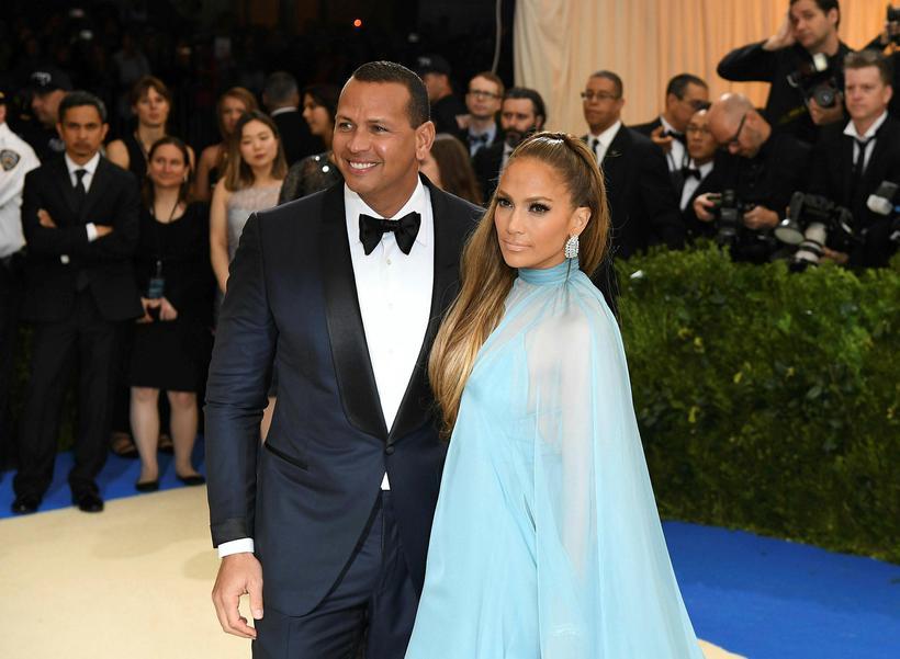 Alex Rodriguez mætti með Jennifer Lopez í kjól sem náði ...