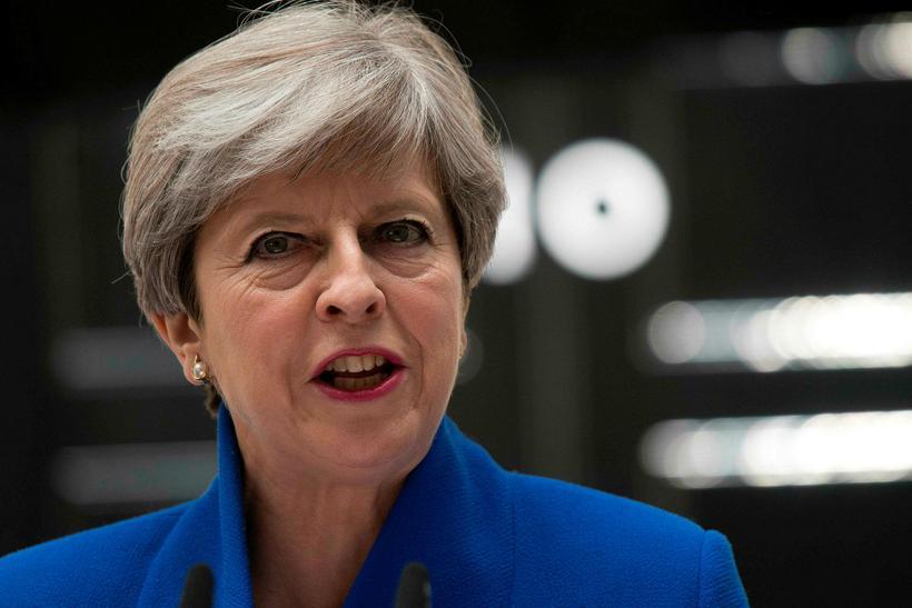 Theresa May, forsætisráðherra Bretlands, flytur ávarp sitt fyrir framan Downingstræti ...