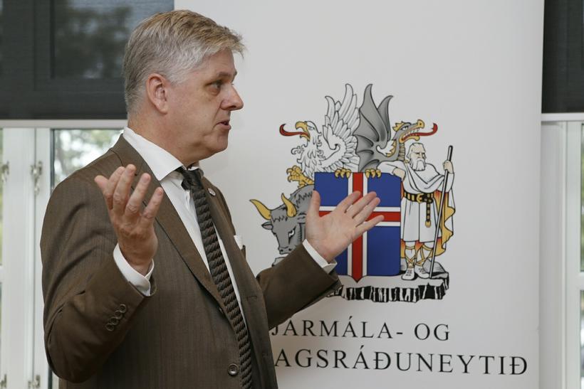 Benedikt Jóhannesson, efnahags- og fjármálaráðherra.