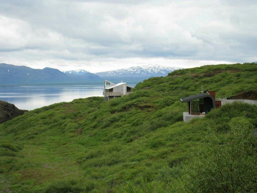 The country home offers atounding views to Lake Þingvellir.