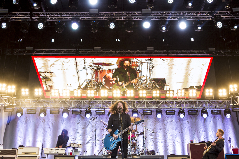 Lead singer Dave Grohl welcomed his daughter on stage with ...