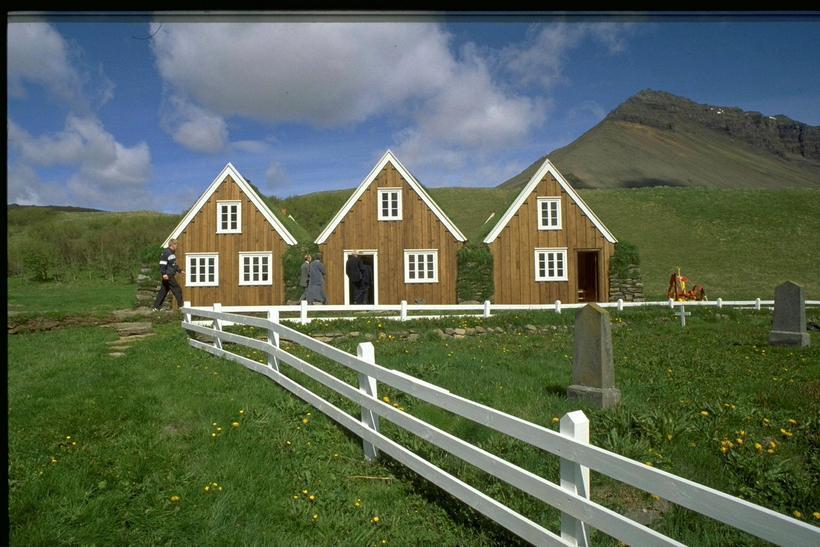 Hrafnseyri við Arnarfjörð, fæðingarstaður Jóns Sigurðssonar.