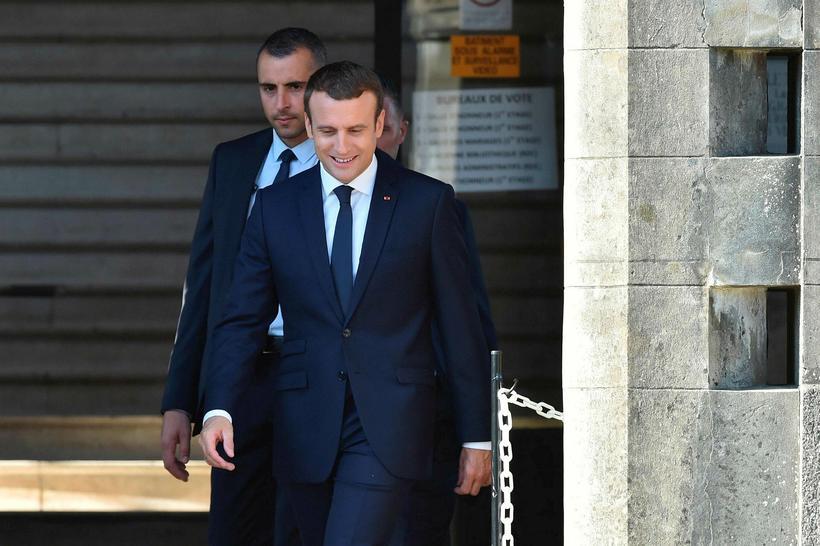 Emmanuel Macron, forseti Frakklands, á kjörstað í Le Touquet í ...