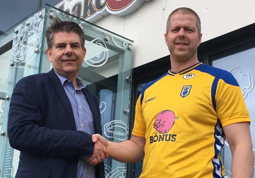 Andri Berg Haraldsson og Aðalsteinn Snorrason formaður handknattleiksdeildar Fjölnis.