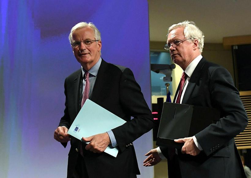 Michel Barnier og David Davis í Brussel í dag.