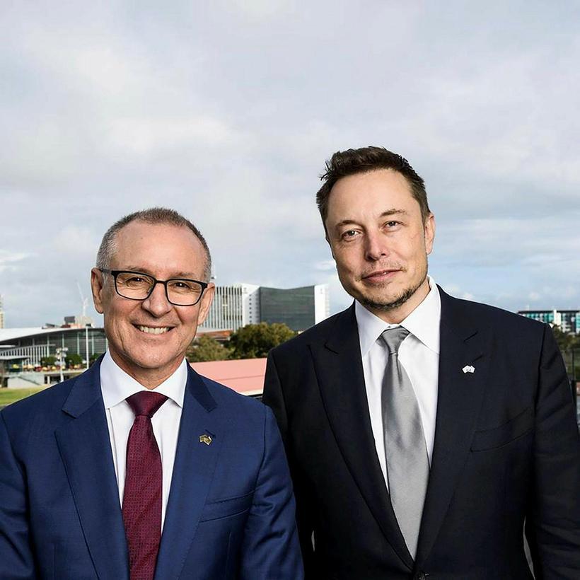 Jay Weatherill, fylkisstjóri Suður-Ástralíu, og Elon Musk, stofnandi og stjórnandi ...