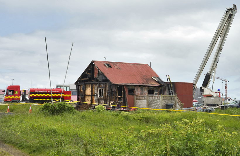 Húsið sem brann á Stokkseyri aðfaranótt sunnudags.