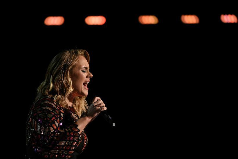 Adele á tónleikum.