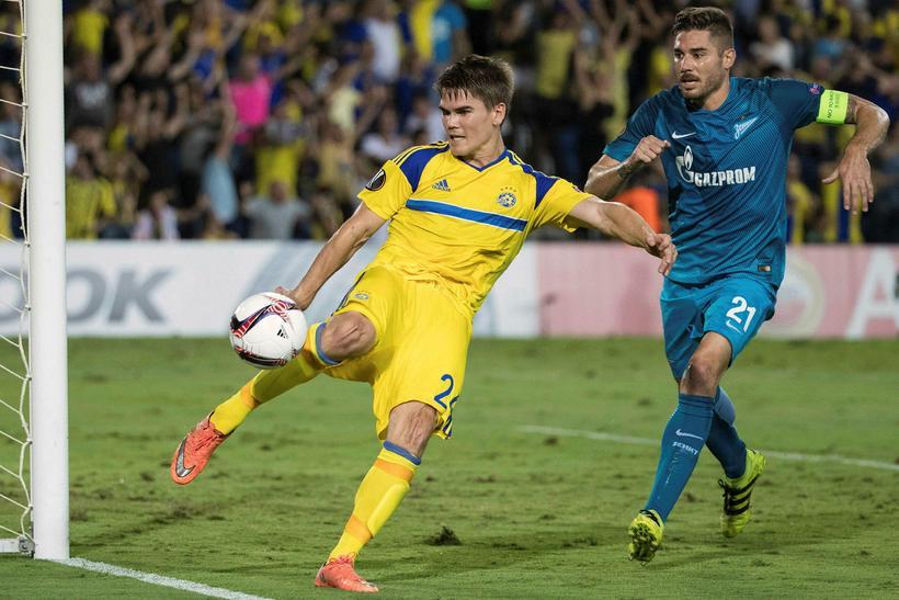 Viðar Örn í leik með Maccabi Tel Aviv.