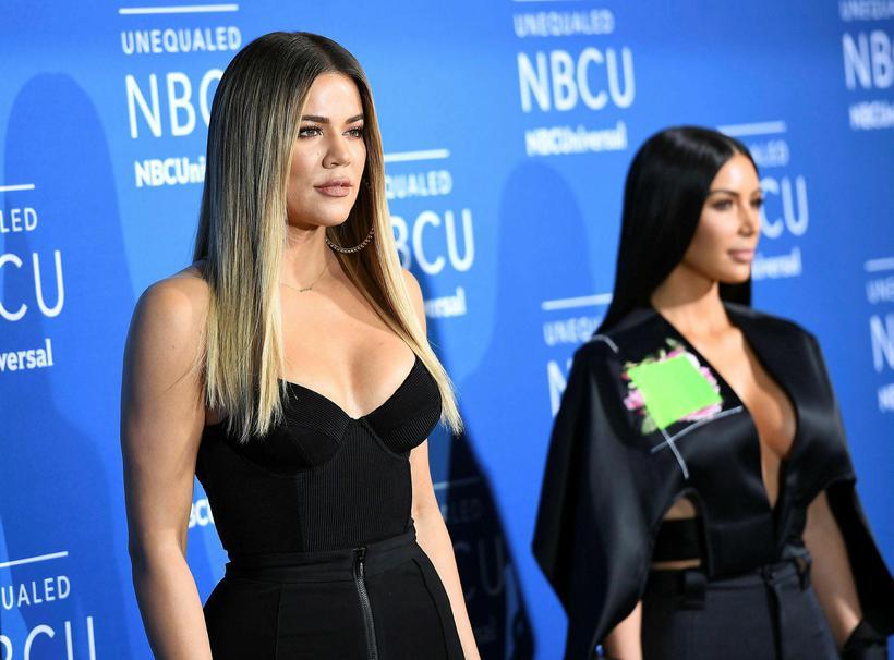 Khloe Kardashian og Kim Kardashian þiggja ráð Sherill.