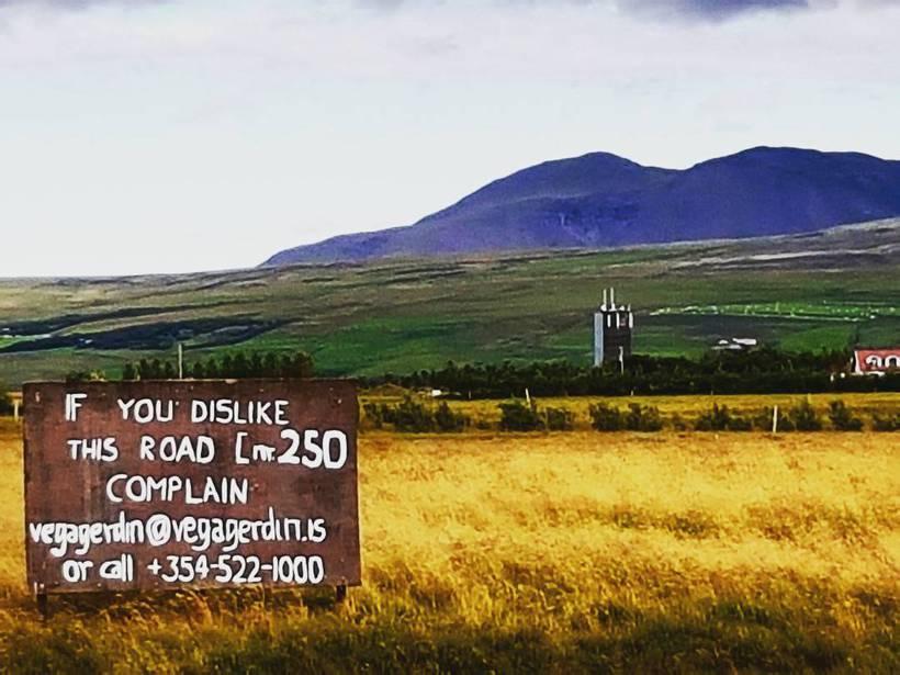 Hér má sjá skiltið góða sem Þorsteinn útbjó.