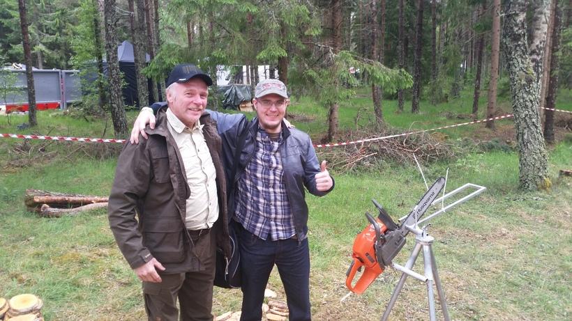 Feðgarnir Einar Óskarsson og Óskar Grönholm fagna hér sigri að ...