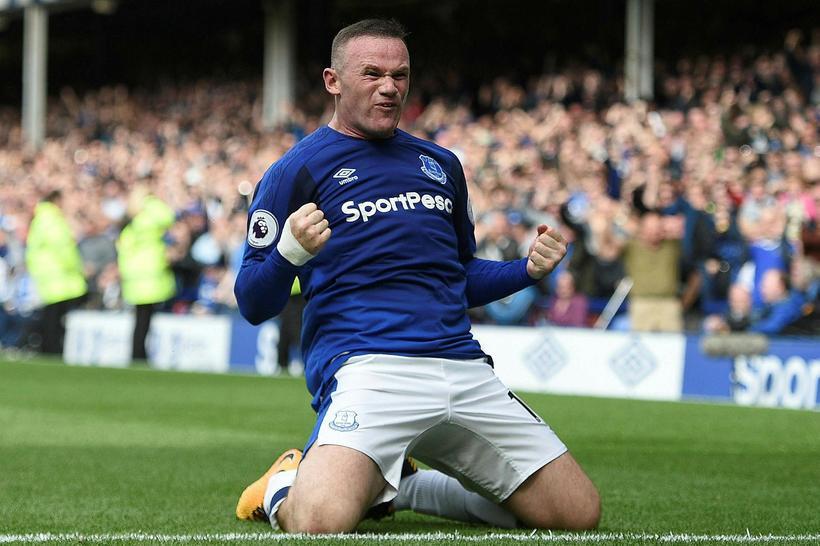 Wayne Rooney fagnar sigurmarki Everton gegn Stoke City á Goodison ...