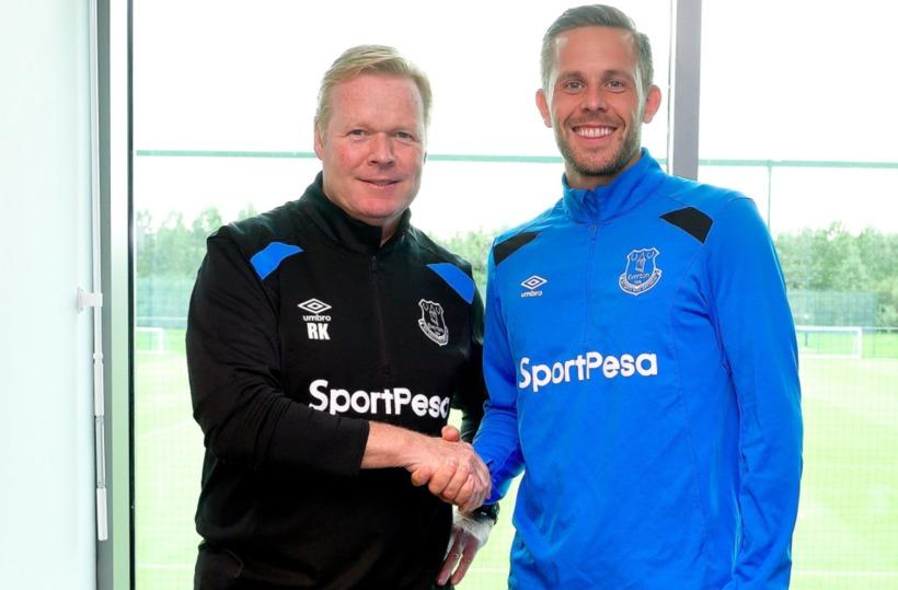 Gylfi Þór Sigurðsson ásamt Ronald Koeman, knattspyrnustjóra Everton.