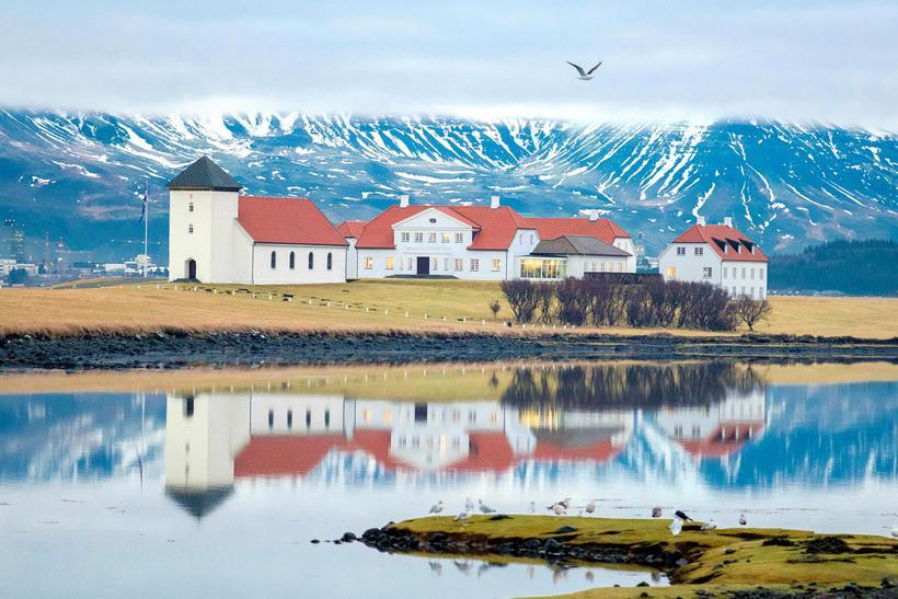 Í fréttinni segir að gestir geti skoðað Bessastaðastofu, sem er ...
