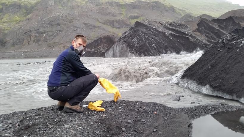 Baldur Bergsson að störfum við Fúlukvísl árið 2014 þegar hlaupið ...