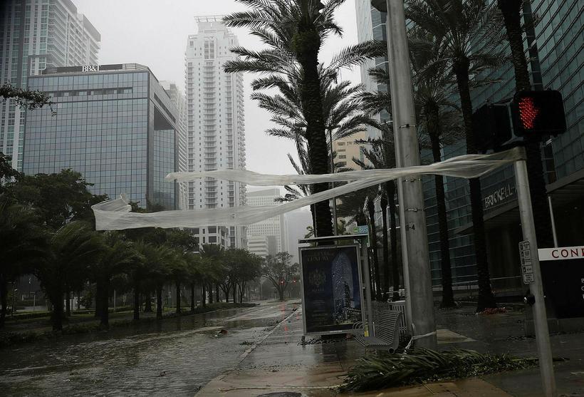 Það er bálhvasst í borginni Miami á Flórída þar sem ...