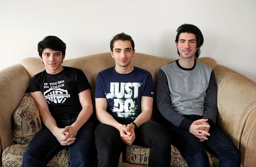 Synir Linu; Aser, Jad og Jalal Kroma.