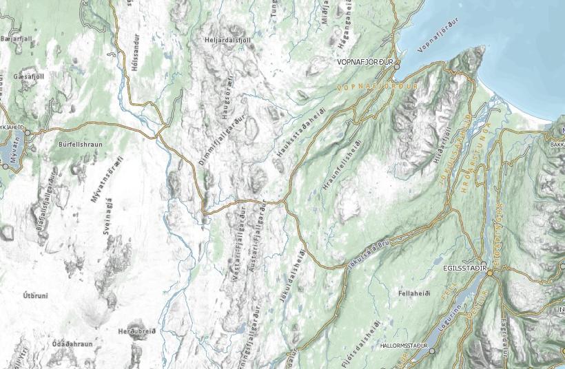 Bílveltan varð á hringvegi 1, við afleggjarann til Vopnafjarðar.