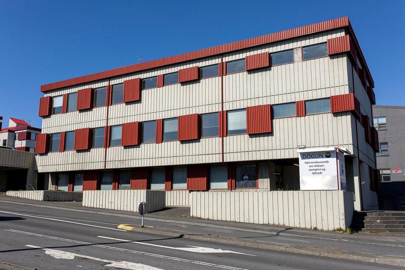 Grensásvegur 16A er á horni Fellsmúla og Grensásvegar.