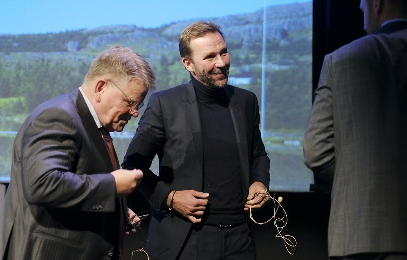 Björgólfur Jóhannsson, forstjóri Icelandair, ásamt Skúla Mogensen, forstjóra Wow air.