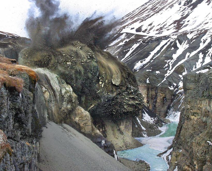 Yfir sjö tonn af sprengiefni vorunotuð 13. mars árið 2003 ...