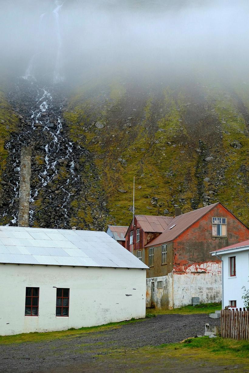 Eva Sigurbjörnsdóttir oddviti Árneshrepps fluttist til Djúpavíkur fyrir um þremur …