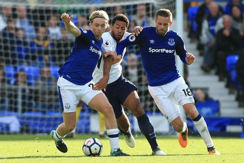 Gylfi Þór Sigurðsson og Tom Davies í leik með Everton ...