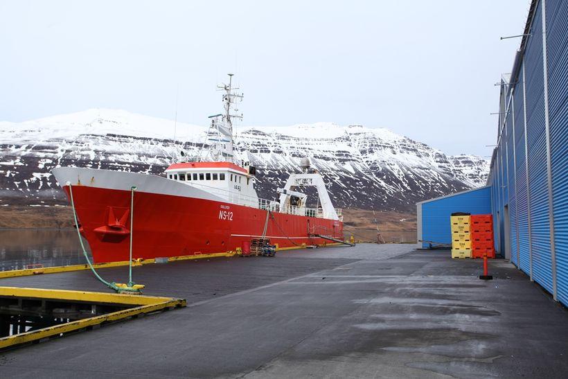 Gullver NS við bryggju.