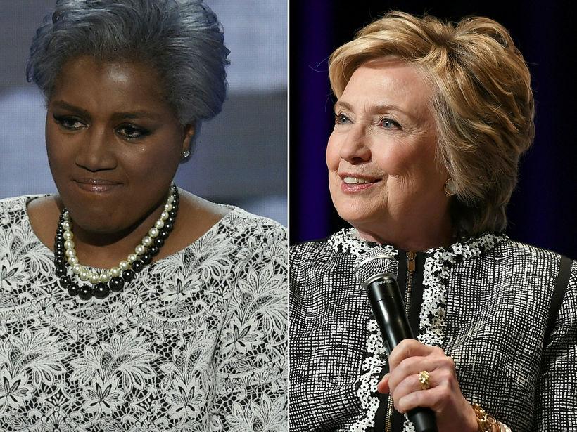 Donna Brazile (t.v.) segir í bók sinni að Clinton hafi ...