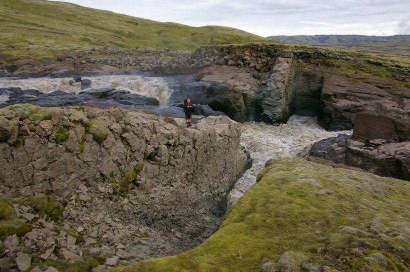 Berggangur í Hverfisfljóti. Svæðið er meðal annars sérstætt í jarðsögulegu …