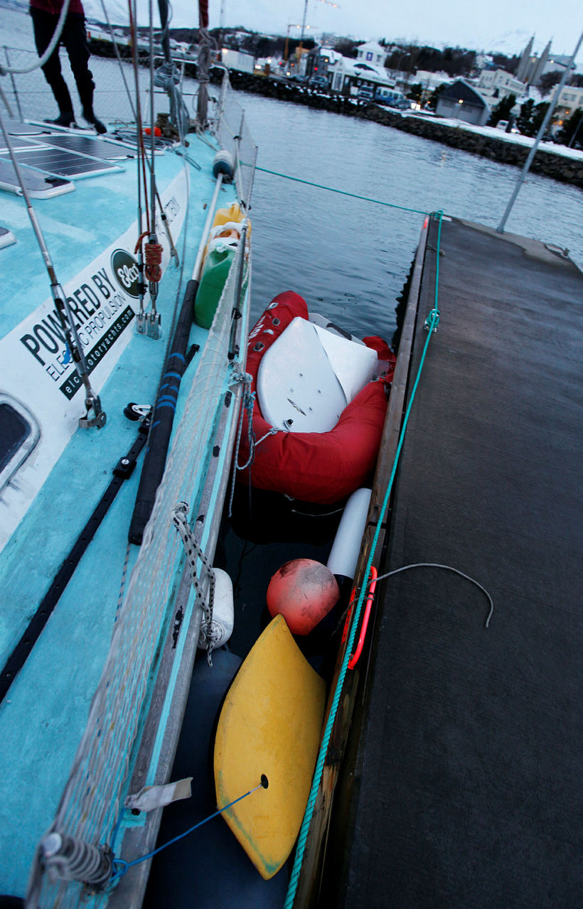 Swiss sailboat family in Akureyri saved from storm - Iceland