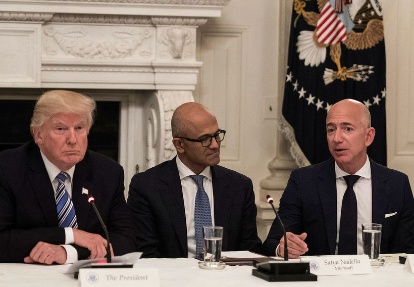 Donald Trump, forstjóri Microsoft, Satya Nadella og forstjóri Amazon, Jeff ...