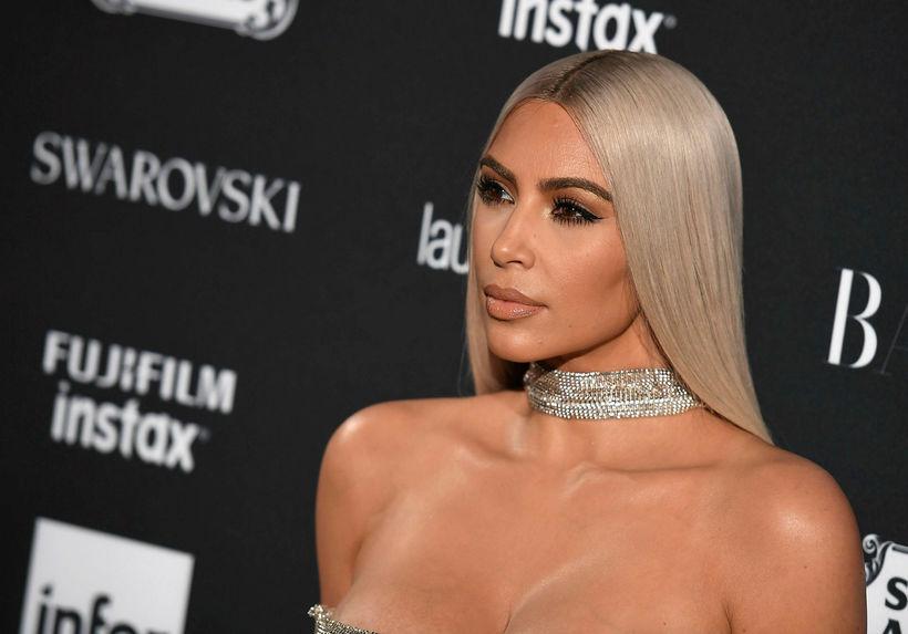 Stílisti Kim Kardashian kann ekki bara að velja föt.