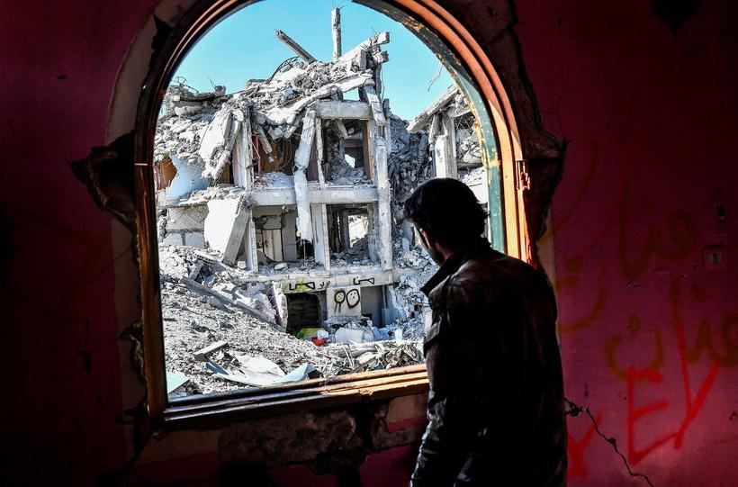 Myndin er tekin í Raqqa í gær.