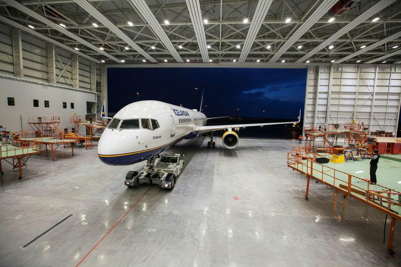boeing 757-200 þota Icelandair, sem ber nafnið Grábrók, var fyrsta ...