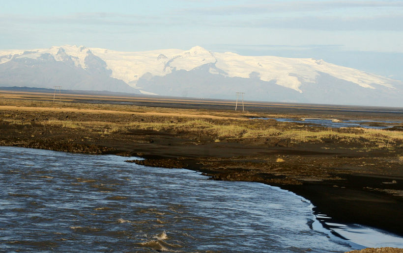 Öræfajökull hefur tvisvar sinnum gosið á sögulegum tíma, árið 1362 ...