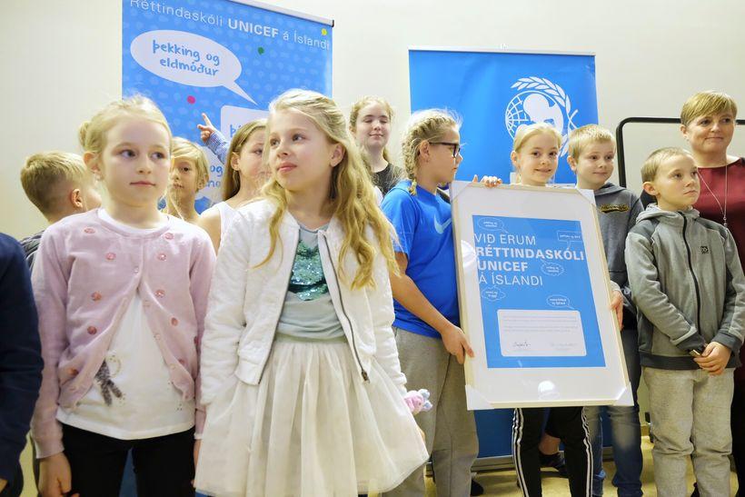 Flataskóli í Garðabæ fékk viðurkenningu UNICEF í dag.