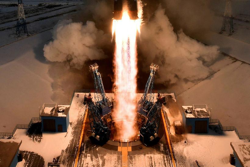 Geimflaugin Soyuz-2.1b fer á loft með veðurtunglið Meteor-M 2-1.
