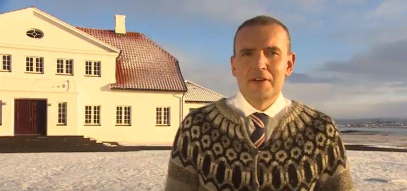 Guðni sendi Finnum afmælisóskir í ullarpeysunni.