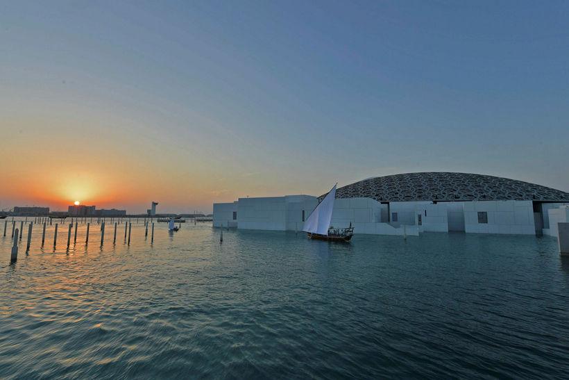 Louvre Abu Dhabi safnið var hannað af franska arkitektinum Jean ...