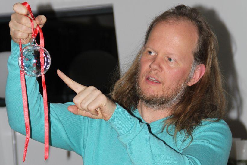 Egill Sæbjörnsson segir sögu Kærleikskúlunnar.